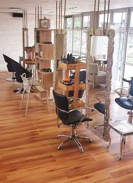 Rent a chair/hairstylists needed