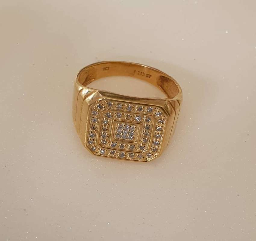 9ct Gents ring with diamonds 0