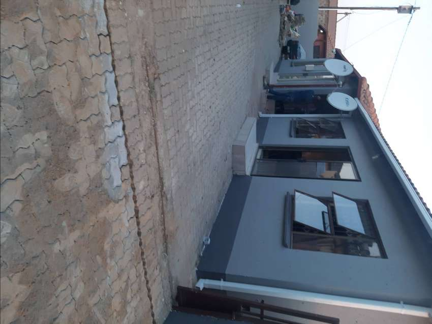 2bedroom house to rent in Clayvile ext34