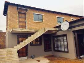 Bachelor for Rent in Ecaleni