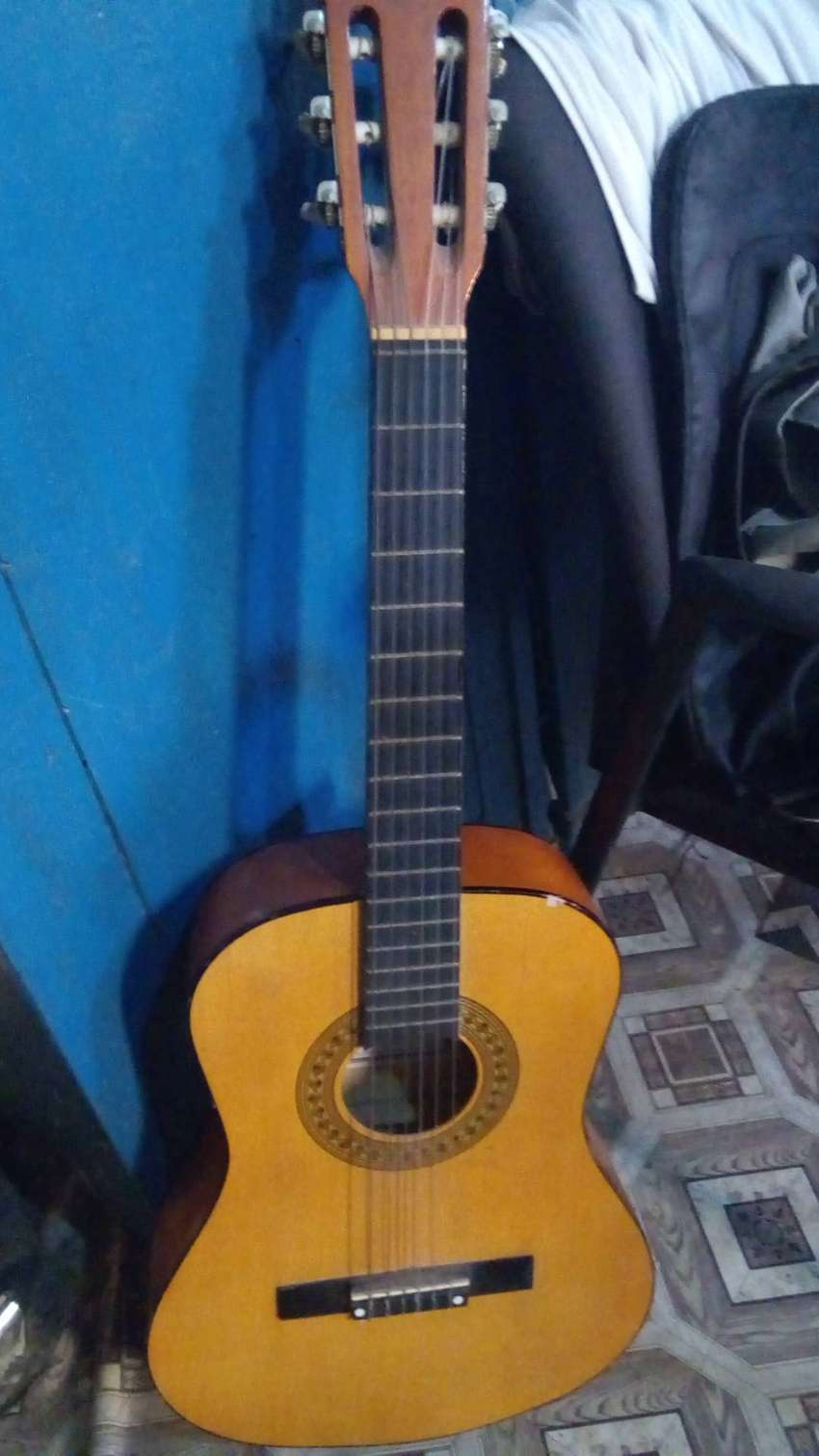 6 strings Acoustic guitar @ a cool price 0