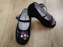 Продам фирменные замшевые туфельки antilopa
