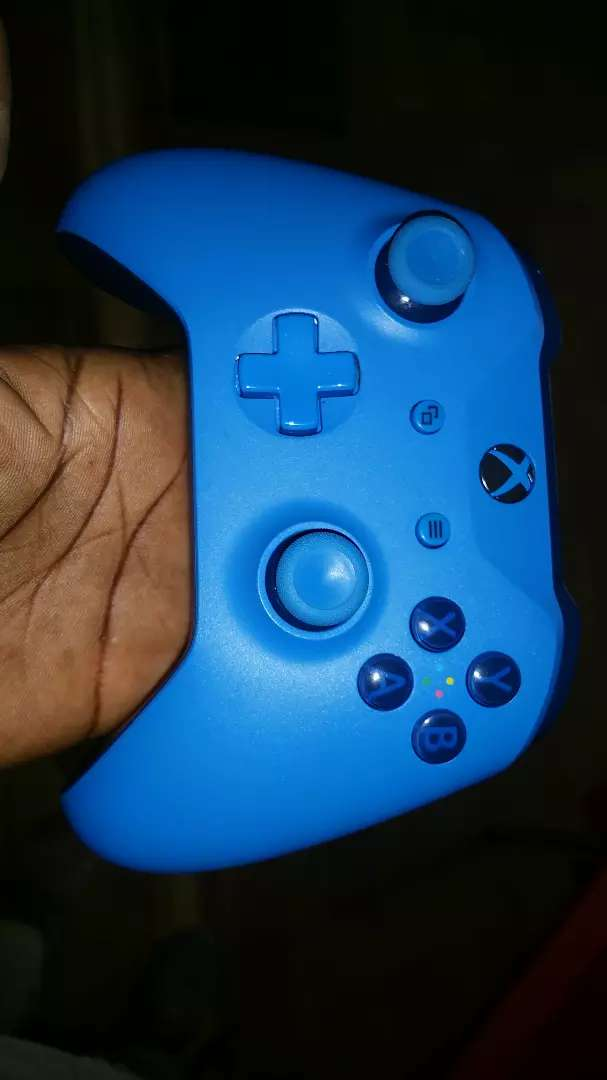 Xbox One blue controller 0