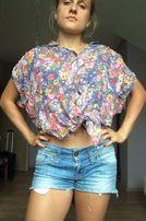 Wiązana , kwiatowa bluzka