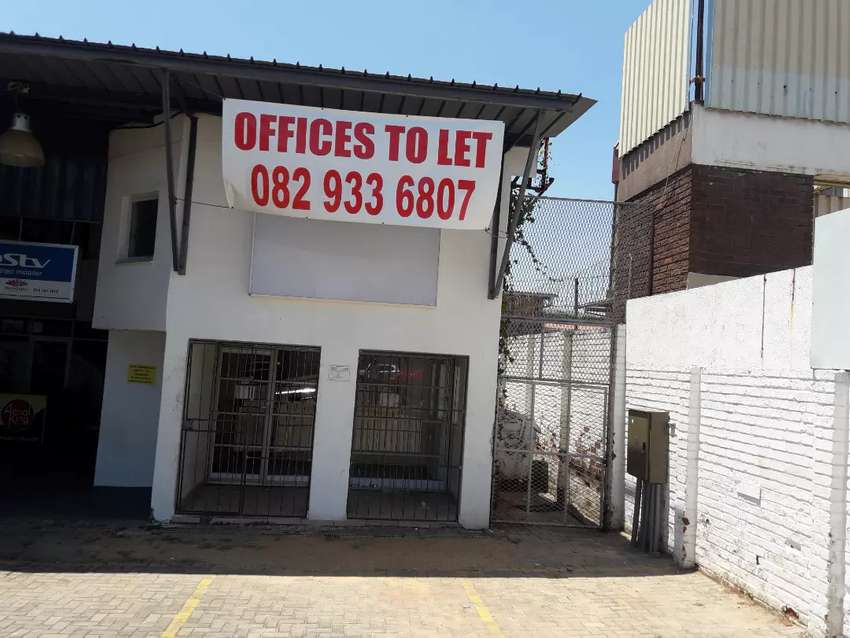 Offices to let in Nelspruit town very big, recently used as a college 0