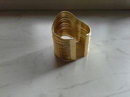 Эффектная бижутерия цвет золото