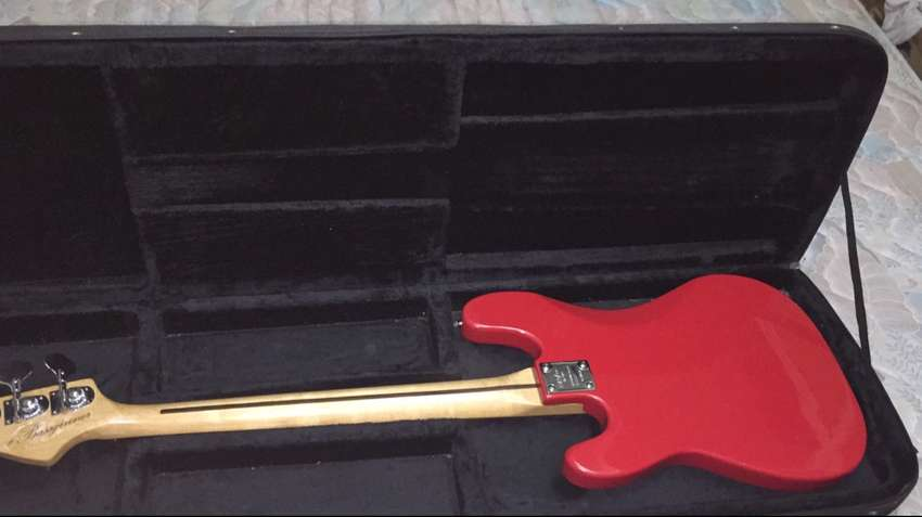 Bass guitar for sale 0