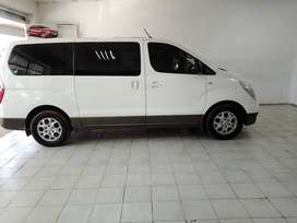 WHITE HYUNDAI H-1 9-SEATERS  2.0