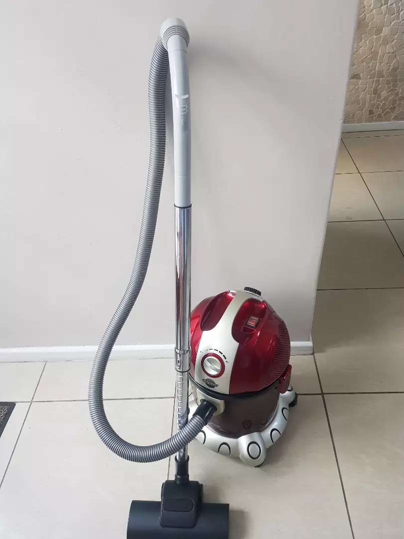 Genesis wet and dry vacuum cleaner in fantastic condition. 0