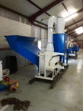 Glass recycling crusher and screen