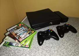 Xbox 360 Touch Edition + 2 Original Controllers + 4 Games