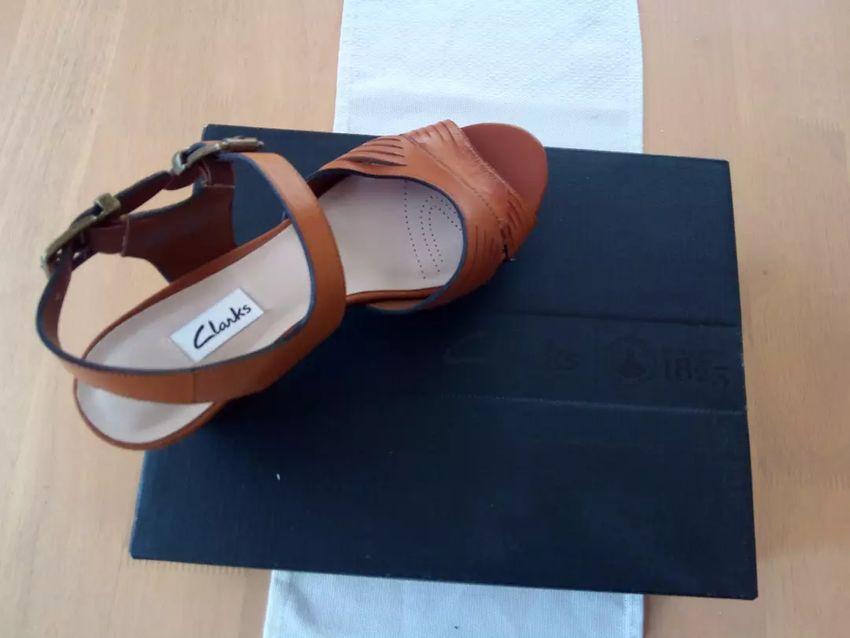 Ženski sandali Clarks št. 37 0