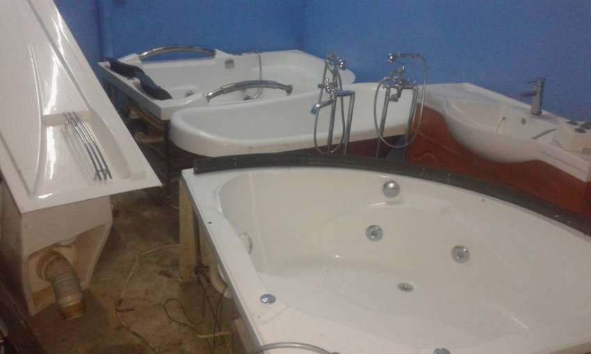 Two (2) Jacuzzi; Glass enclosure and  One (1) Bath tub 0
