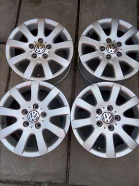 VW original mags size 15, looks like New