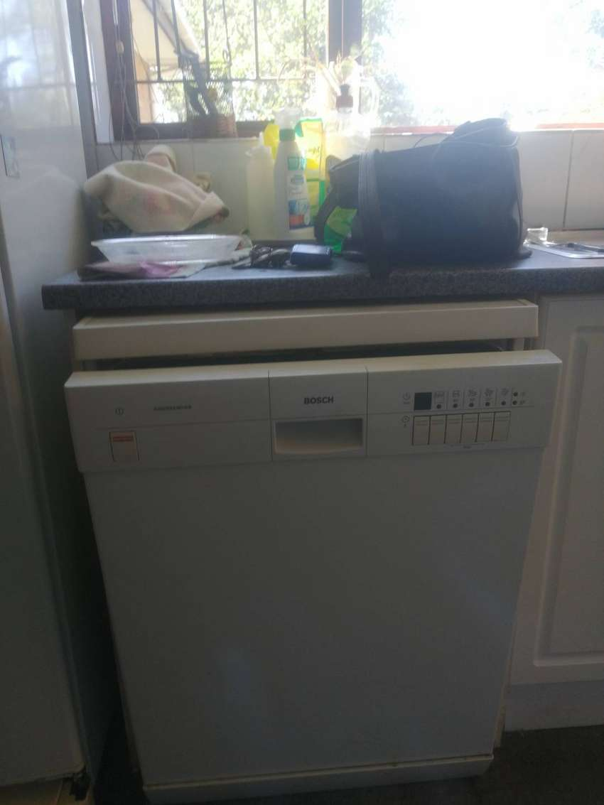 BSH DISHWASHER (WHT)