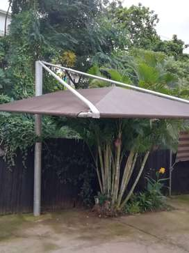 Cantilever shade port