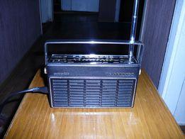 Винтажный радиоприемник TELEFUNKEN partner 200.