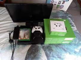 XBOX ONE with 2 controllers, 3 games and a monitor