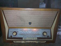 Продам раритетный радиоприемник с бабинным магнитофоном.