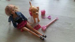 Barbie z załatwiającym się pieskiem