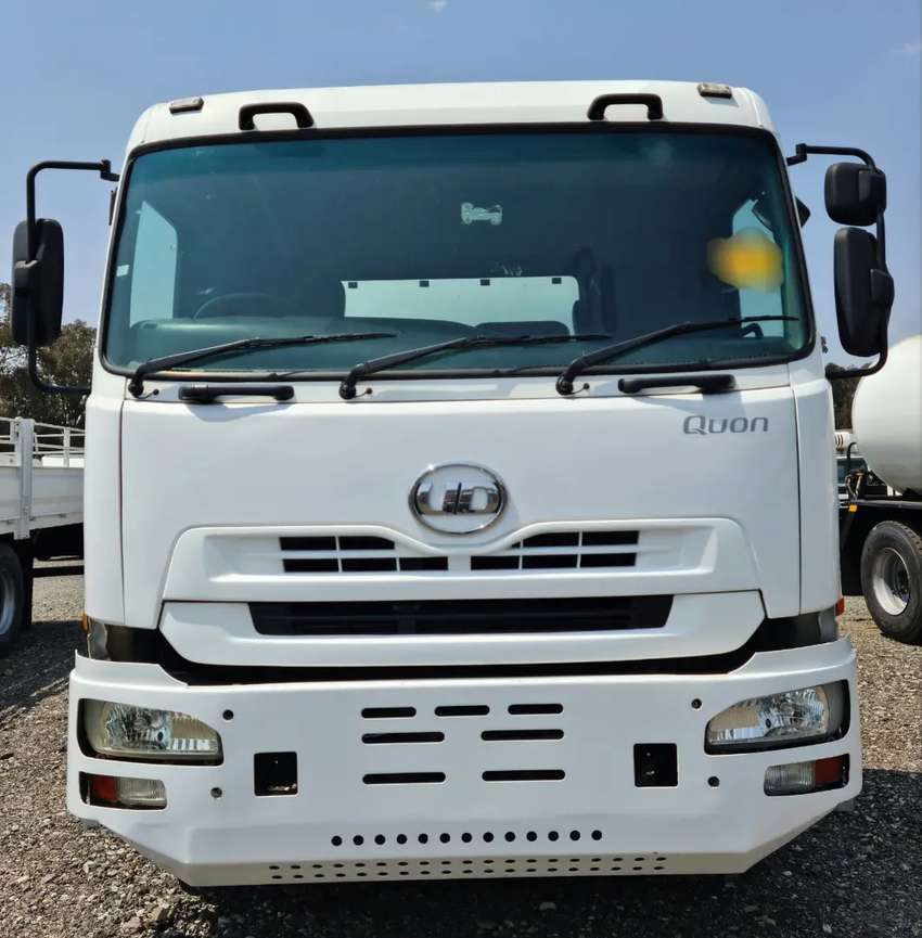 2013 NISSAN QUON 16,000 LT WATER TANKER TRUCK FOR SALE. 0