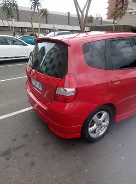I'm selling my car Honda jazz for R 58000 neg