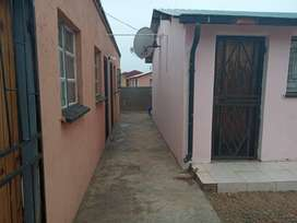 4 room house for sale in block G