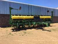 Image of John Deere 2117 No Till planter