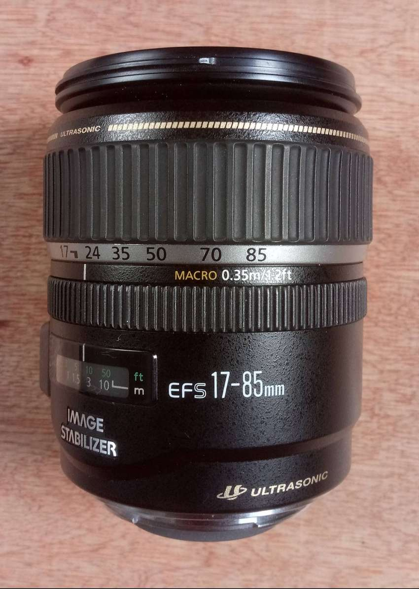 Canon EF-S 17-85mm f/4-5.6 IS Lens 0