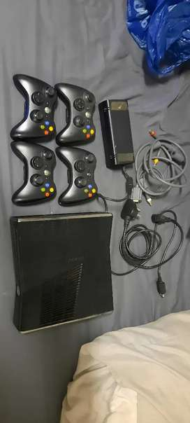 Xbox 360+ 40+- games + 4 controllers and accessories