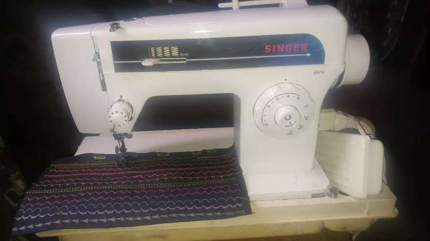Singer dual usage (embroidery) sewing machine 0