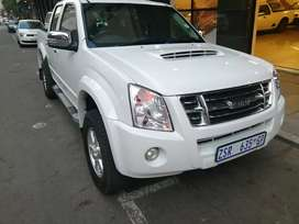 Isuzu KB300 double Cab 2011 model 117000km in a very good condition