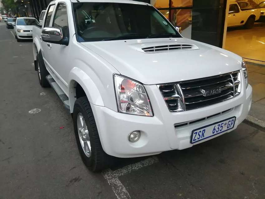Isuzu KB300 double Cab 2011 model 117000km in a very good condition 0