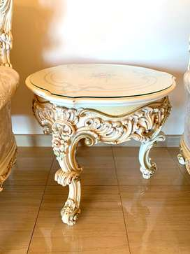 Lo Stile Di Classe Round Table Hand Decorated Surface with Crystal Top