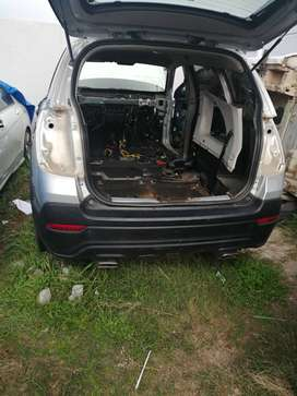 Stripping a Chevrolet Captiva for spares
