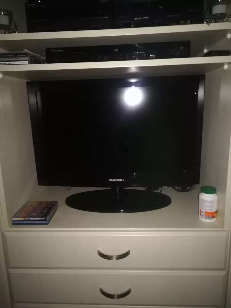 Samsung LCD TV for Sale.