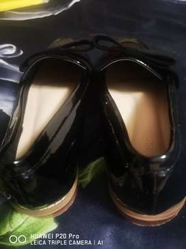 Second hand shoes