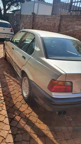 Bmw 320i dolphine shap breaking for spares
