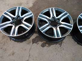 """17"""" Toyota Fortuner mag wheels only for R7500."""