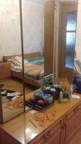 Спальный гарнитур. 2-спальная кровать, 2 тумбы и тумба с зеркалом трюм