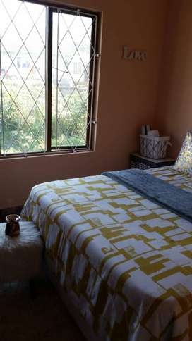 Bedroom to rent in 3 bedroom house. R1830 rent in Seaview