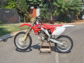 HONDA CRF 250 R for sale. Excellent condition.