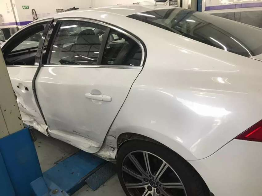 Volvo s60 D4 Inscription breaking up for spares. 0