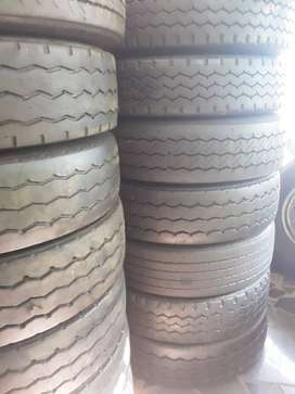 12R VERY GOOD SECOND HAND TRUCK TYRES