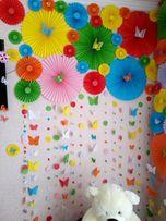 Фотозона на праздник из бумажных вееров, декор, веера, гирлянда