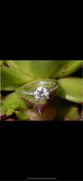 Engagement ring 9ct white gold