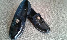 Женские туфли( обувь ).