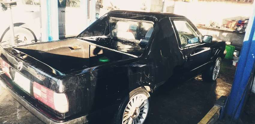 BMW ... its only the body ... has papers ... make me an offer 0