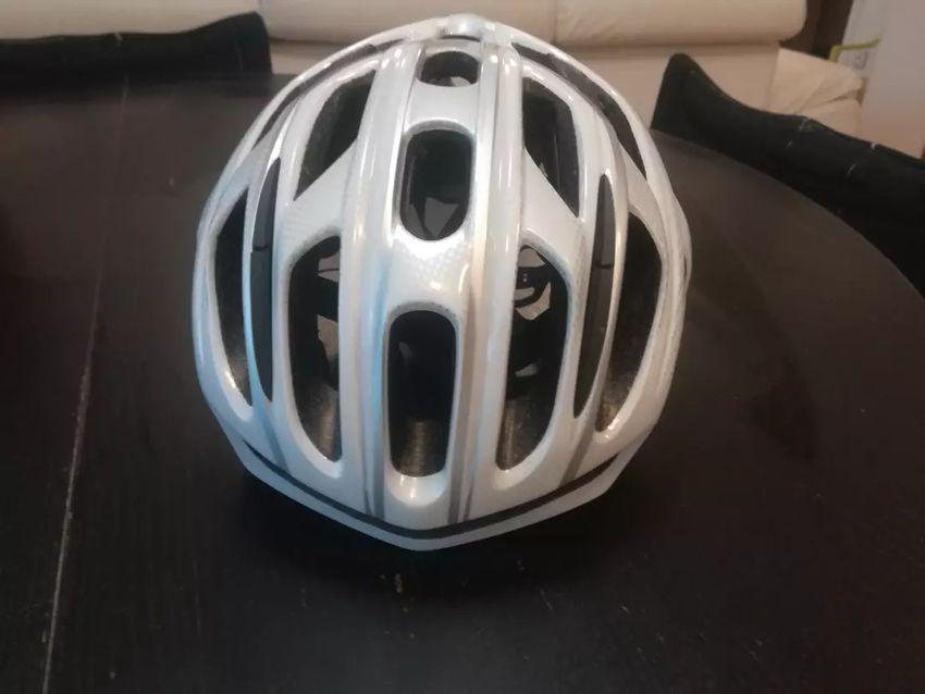 Prodam použitou helmu na kolo Specialized 0