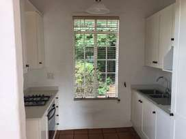 Charming, secure garden cottage in heart of Rivonia